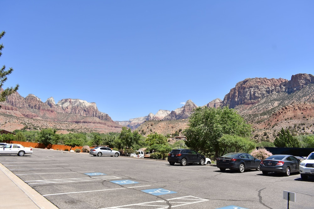Front of Property, Majestic View Lodge at Zion National Park