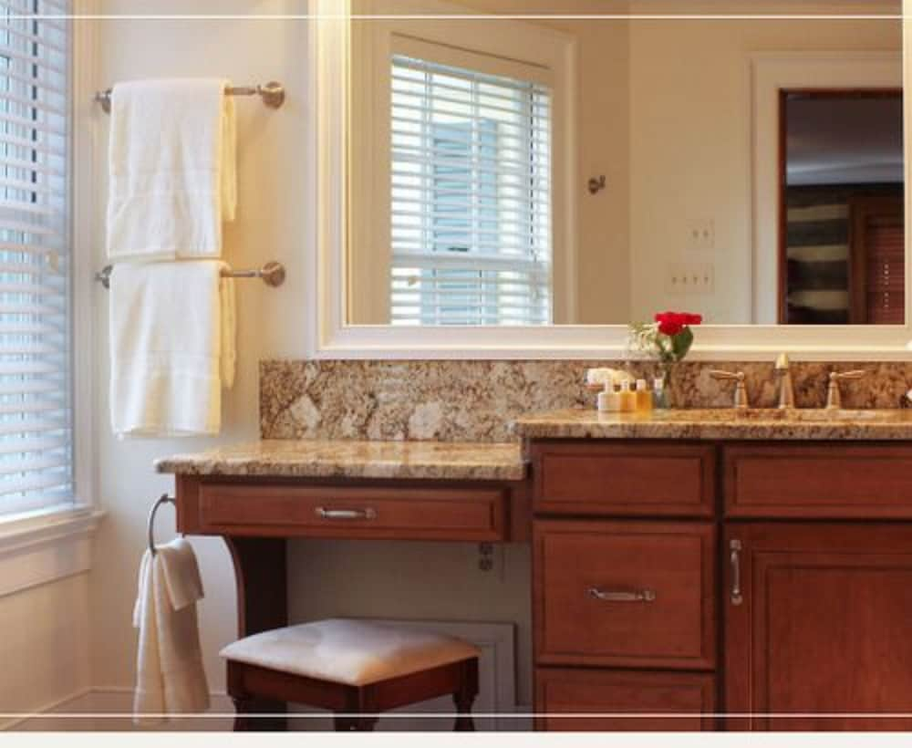 Hillbrook Inn, Martinsburg - Room Prices & Reviews   Travelocity