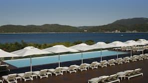 2 piscinas cubiertas, 2 piscinas al aire libre, sombrillas, tumbonas