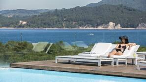 2 binnenzwembaden, 2 buitenzwembaden, parasols voor strand/zwembad