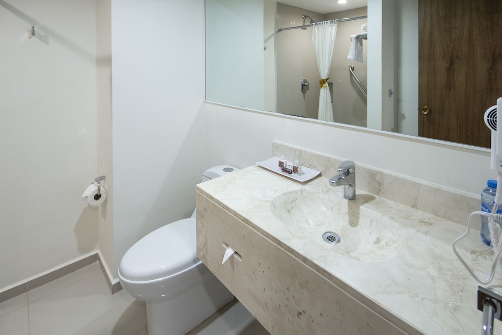 Bathroom, Mision Express Merida Altabrisa
