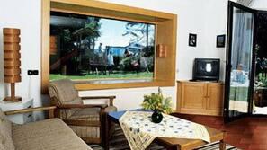 80-cm-Fernseher mit Satellitenempfang, DVD-Player