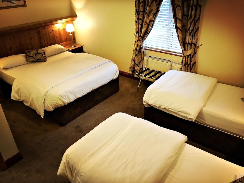 https://images.trvl-media.com/hotels/4000000/3100000/3096300/3096215/8285bd8c_z.jpg