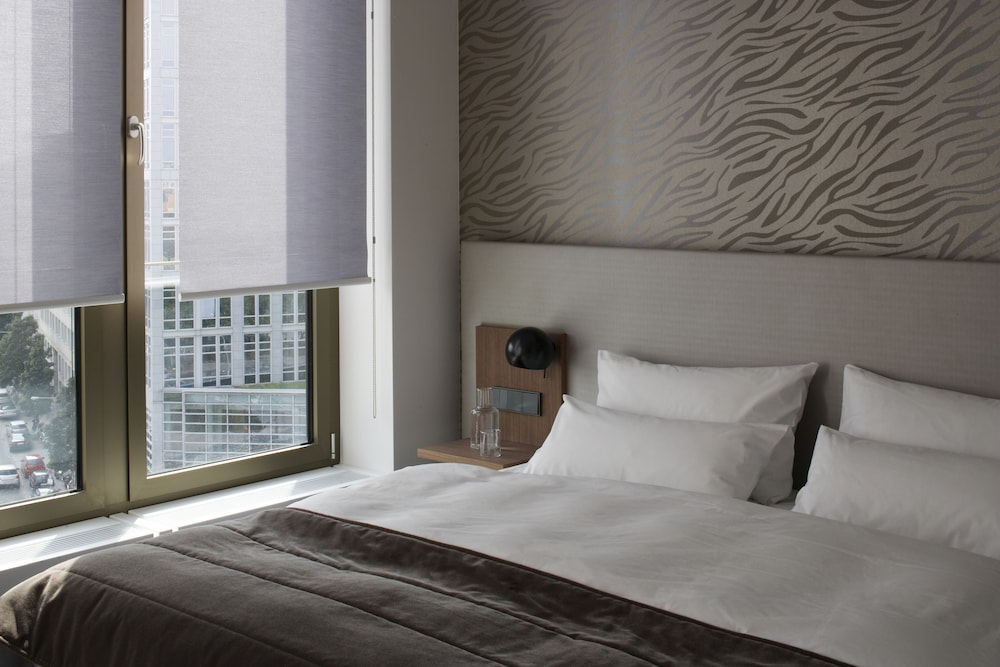 cosmo hotel berlin mitte berlin germany expedia. Black Bedroom Furniture Sets. Home Design Ideas