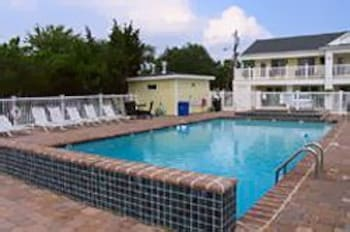 Outdoor Pool, Madison Avenue Beach Club Motel
