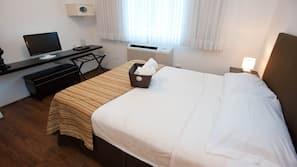 1 dormitorio, caja fuerte, decoración individual y mobiliario individual