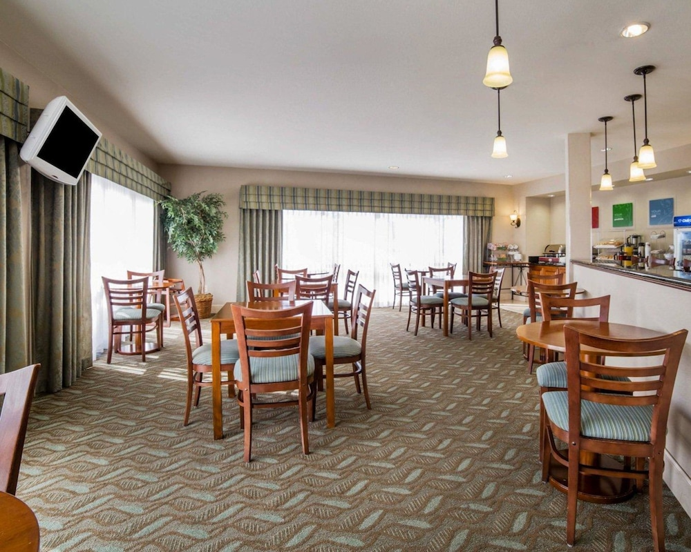Breakfast Area, Comfort Suites Fernley