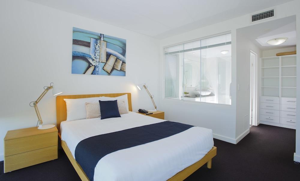 kirra surf apartments gold coast aus. Black Bedroom Furniture Sets. Home Design Ideas