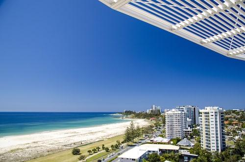 top 10 accommodation near kirra beach from au 63 wotif. Black Bedroom Furniture Sets. Home Design Ideas