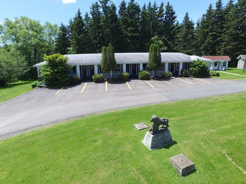 Check Expedia for Availability of The Lionstone Inn Motel and Cottages