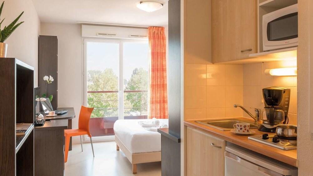 appart city saint etienne saint priest en jarez in saint priest en jarez hotel rates. Black Bedroom Furniture Sets. Home Design Ideas