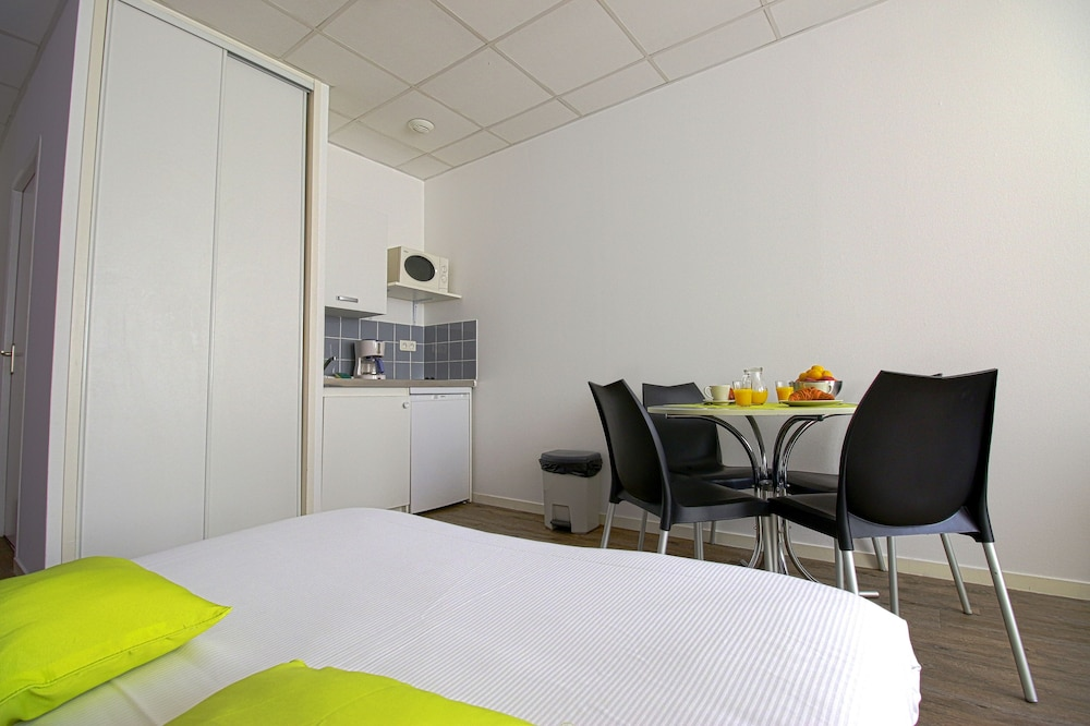 appart 39 hotel le cours moreau macon room prices reviews travelocity. Black Bedroom Furniture Sets. Home Design Ideas