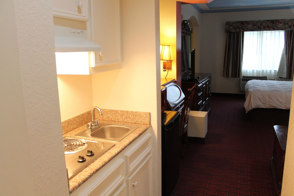 Private Kitchenette, Crystal Suites