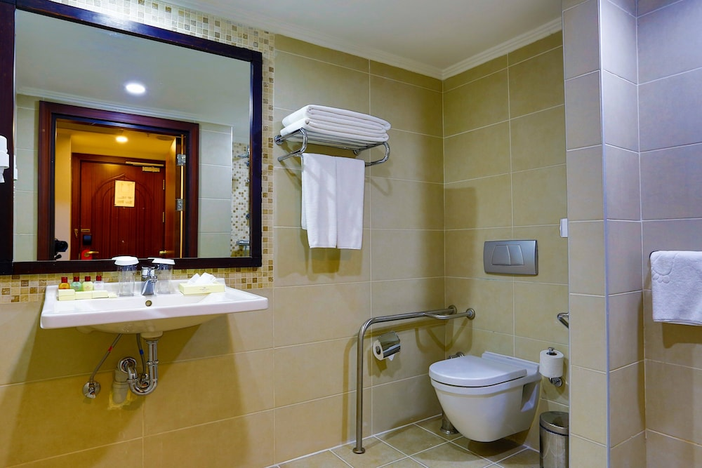 Bathroom, Crowne Plaza Hotel Antalya