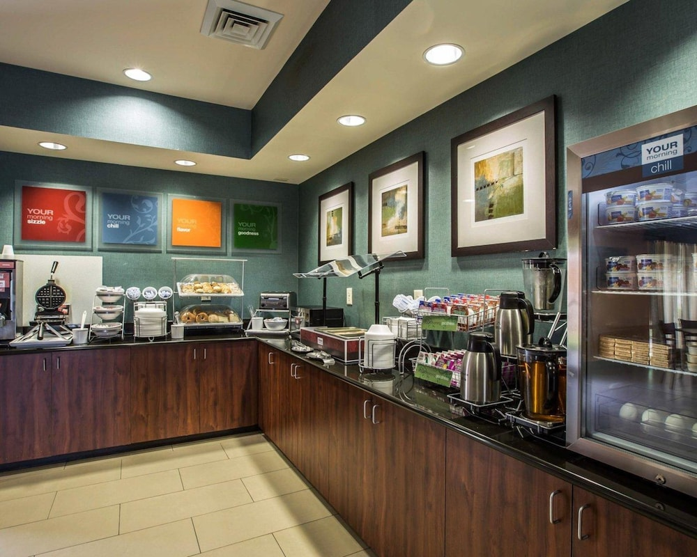 Breakfast buffet, Comfort Suites Whitsett - Greensboro East