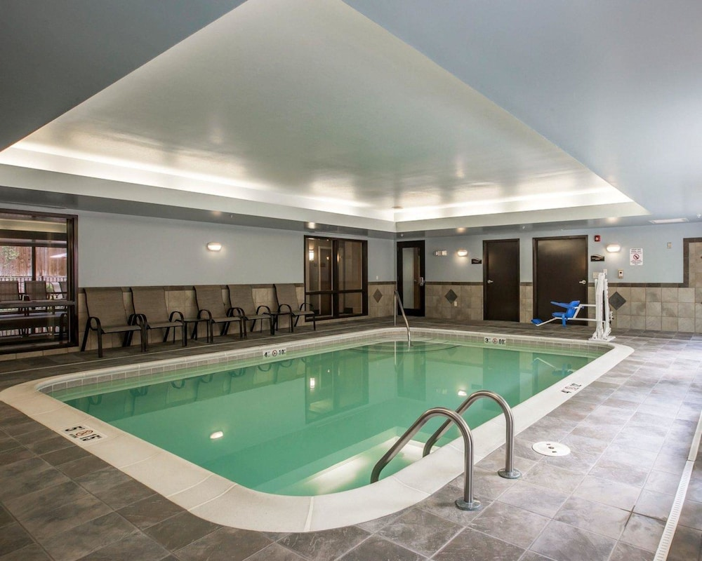 Pool, Comfort Suites Whitsett - Greensboro East