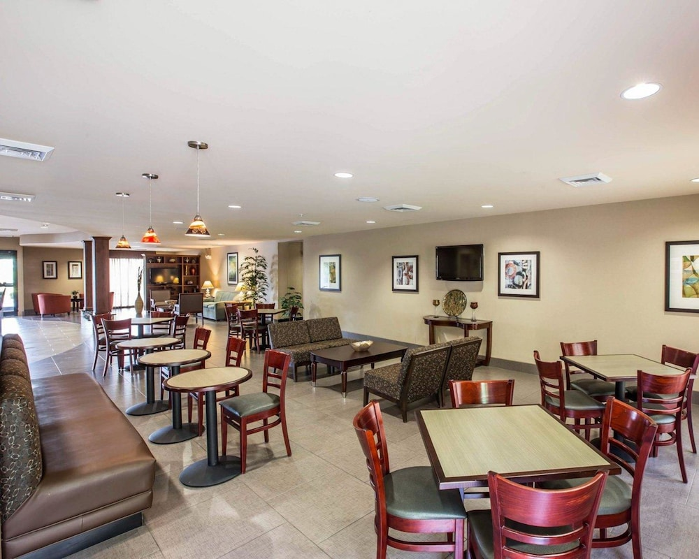 Breakfast Area, Comfort Suites Whitsett - Greensboro East