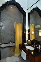 Taj Falaknuma Palace (21 of 41)