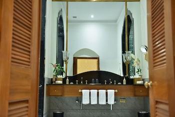 Engine Bowli, Fatima Nagar, Falaknuma, Hyderabad, Telangana 500053, India.