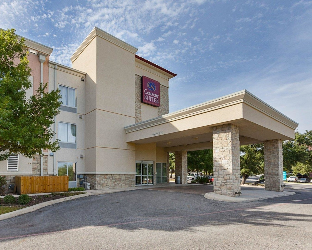 Comfort Suites Medical Center near Six Flags