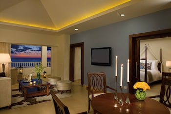 Preferred Club Master Suite Oceanfront - In-Room Dining