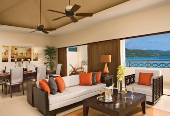 Preferred Club Presidential Suite Oceanfront - Guestroom