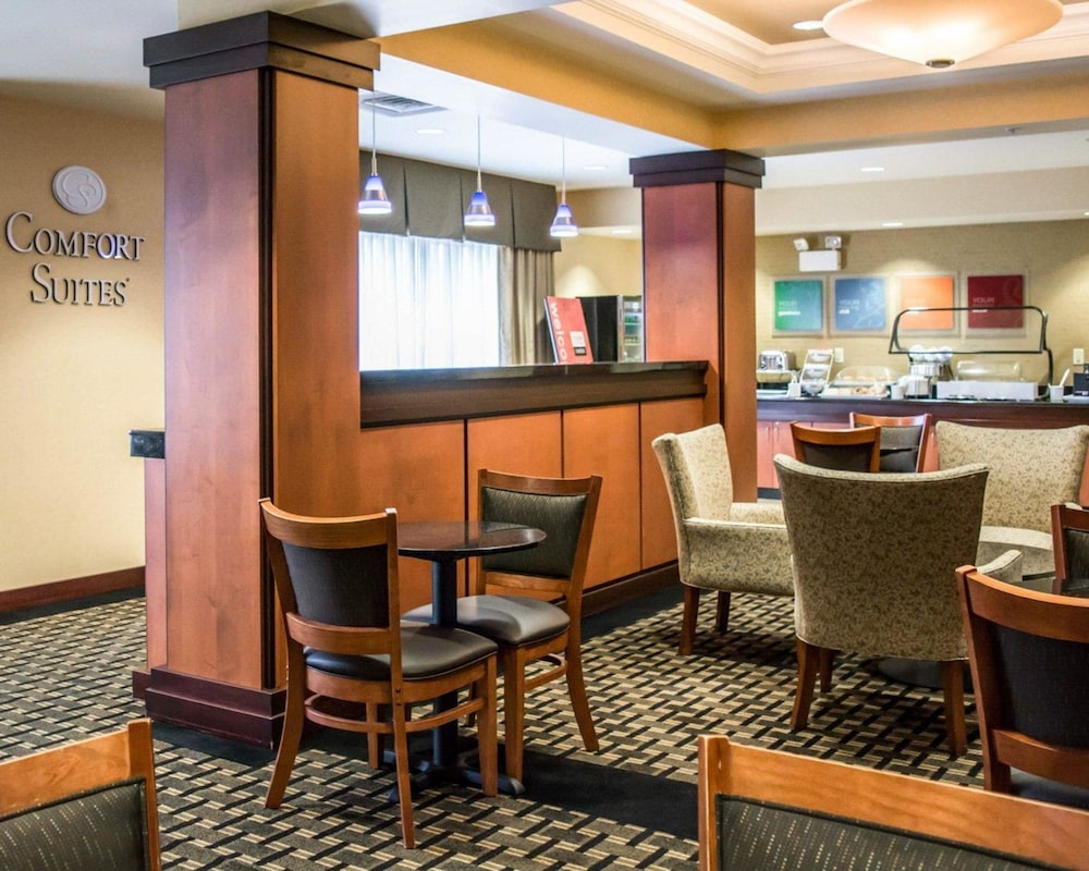 Breakfast Area, Comfort Suites Vero Beach I-95