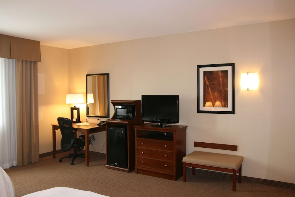Room, Hampton Inn and Suites Folsom