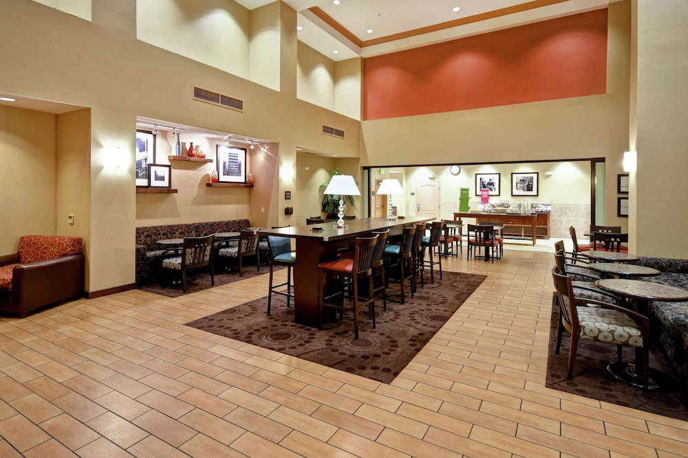 Lobby, Hampton Inn and Suites Folsom