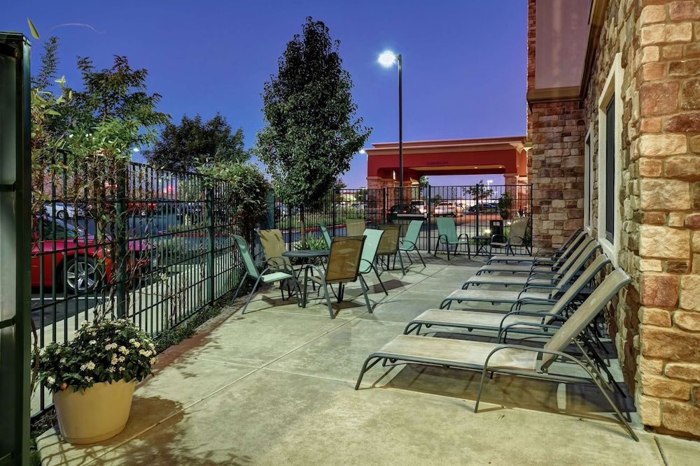Terrace/Patio, Hampton Inn and Suites Folsom