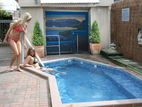MALFROY Motor Lodge Rotorua - Accommodation and Mineral Pool