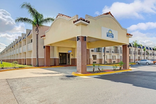 Days Inn & Suites by Wyndham Tampa near Ybor City