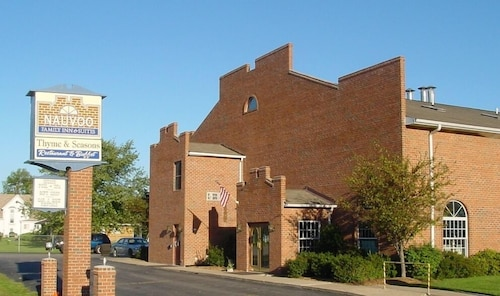 Nauvoo Family Inn and Suites
