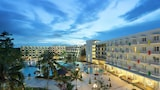 HARRIS Resort Waterfront Batam - Batam Hotels