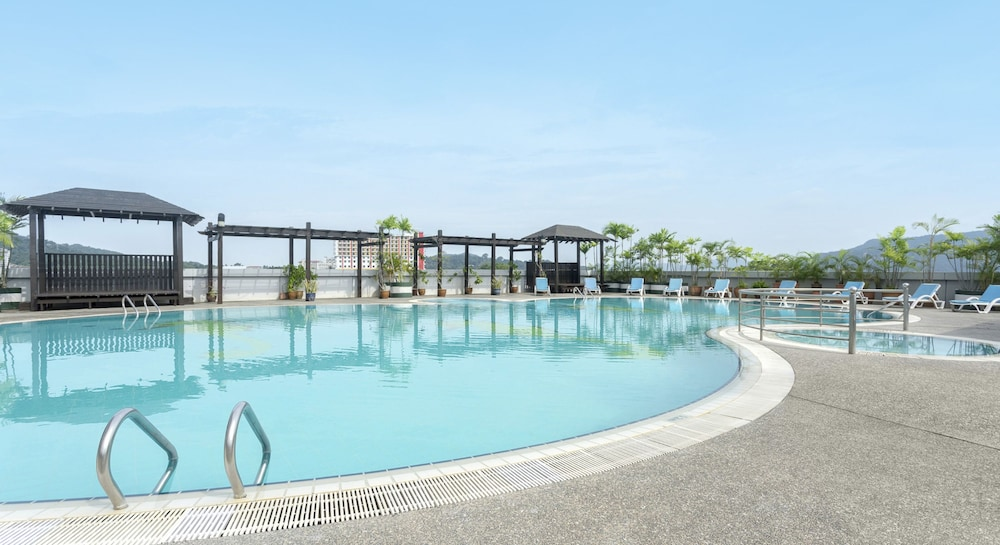 Outdoor Pool, Bayview Hotel Langkawi