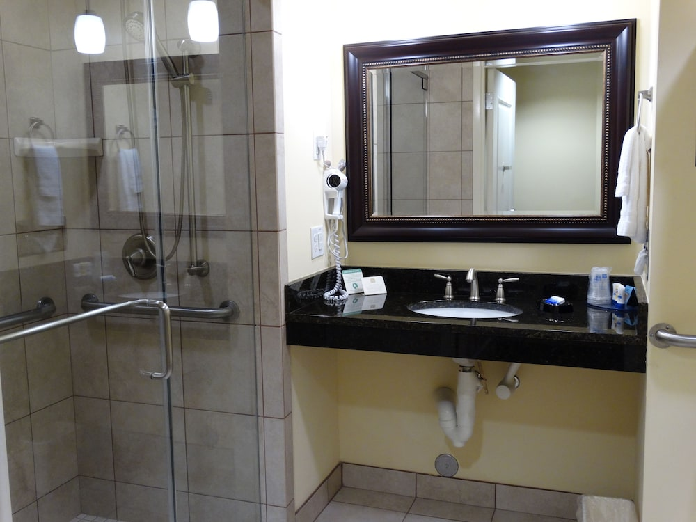 Bathroom Shower, Best Western Plus Westgate Inn & Suites