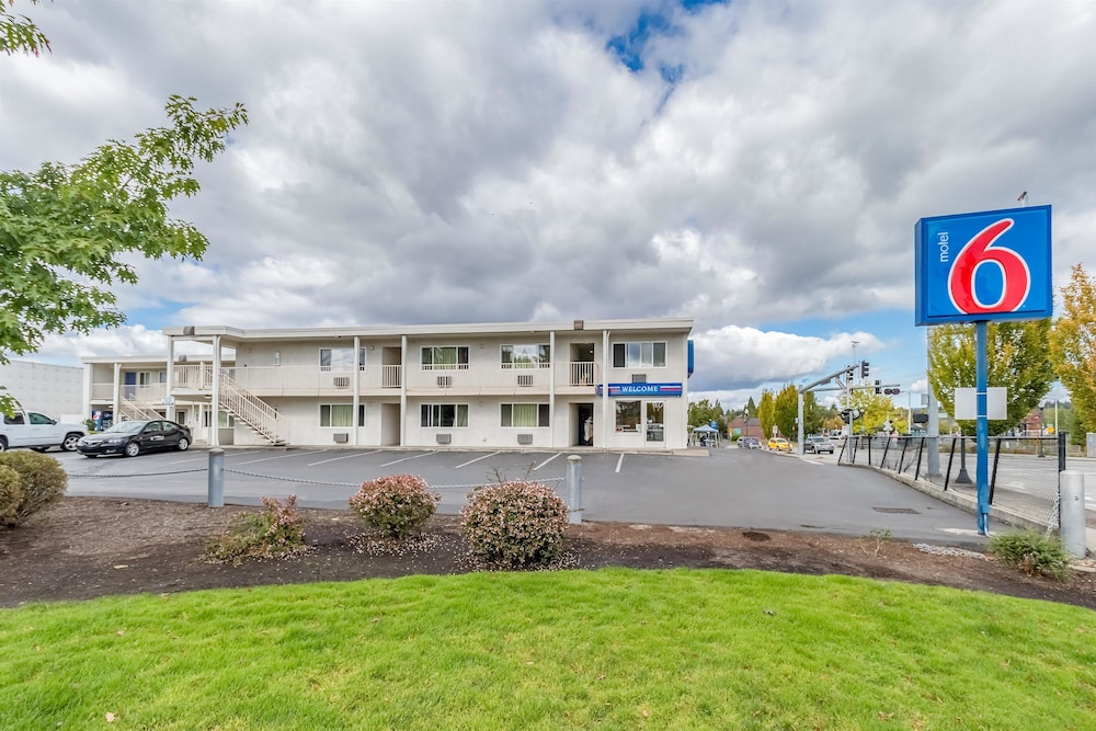 Front of Property, Motel 6 Beaverton, OR