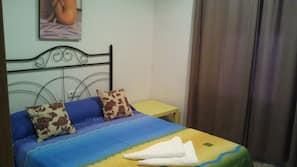 Escritorio, cunas o camas infantiles (de pago), camas supletorias