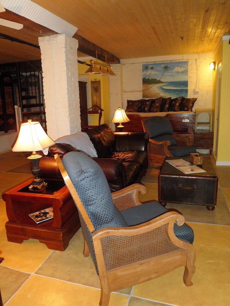 Living Area, Tybee Island Inn