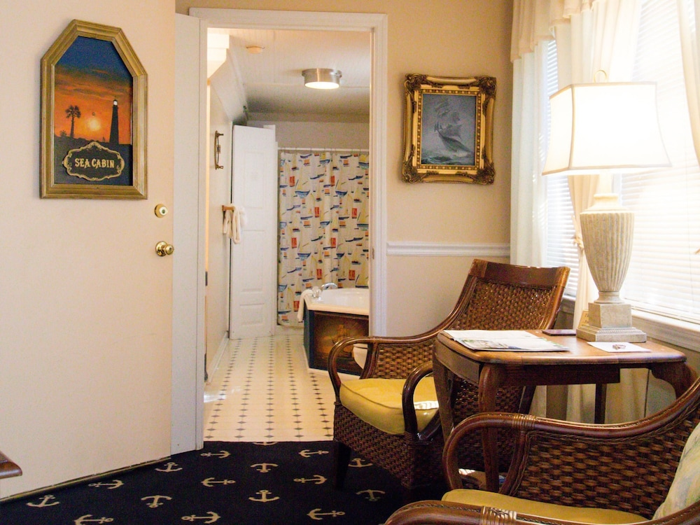 Room, Tybee Island Inn