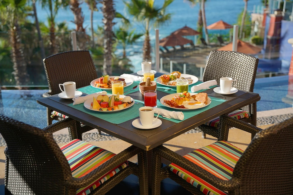 Outdoor Dining, Welk Resorts Sirena del Mar