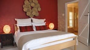 Premium bedding, in-room safe, individually decorated
