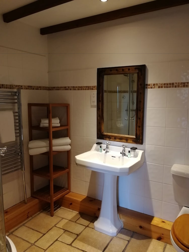 Bathroom, Broomhall Castle