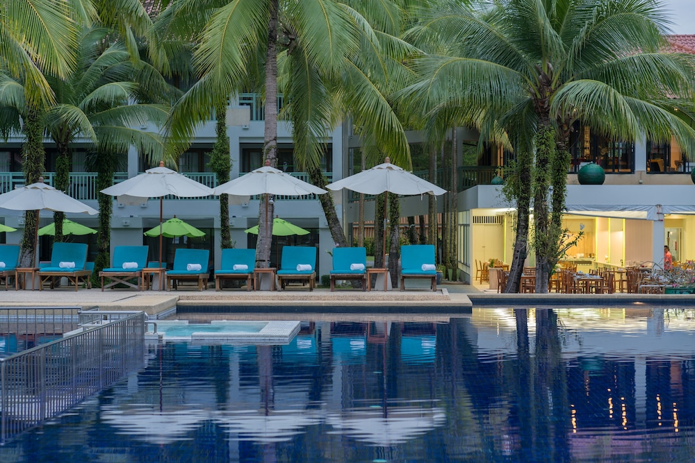 Outdoor Pool, The Briza Beach Resort Khaolak