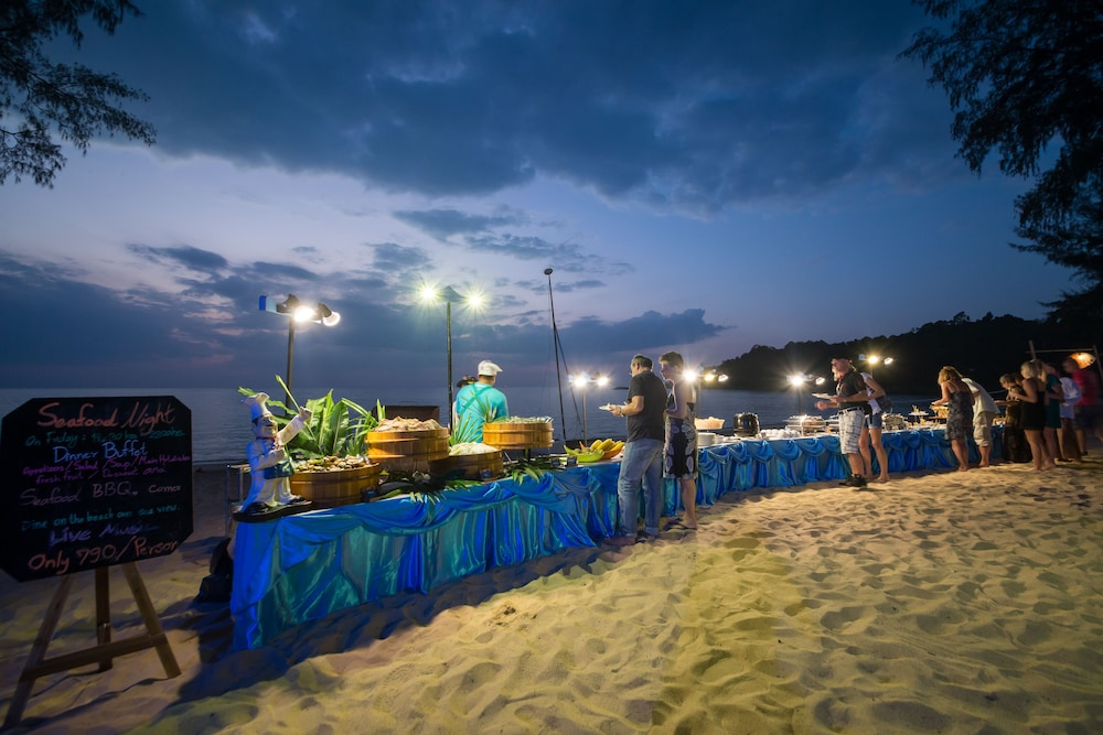 Buffet, The Briza Beach Resort Khaolak