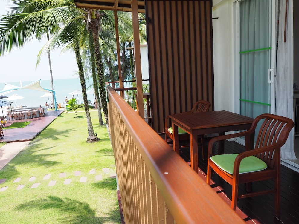 Balcony, The Briza Beach Resort Khaolak