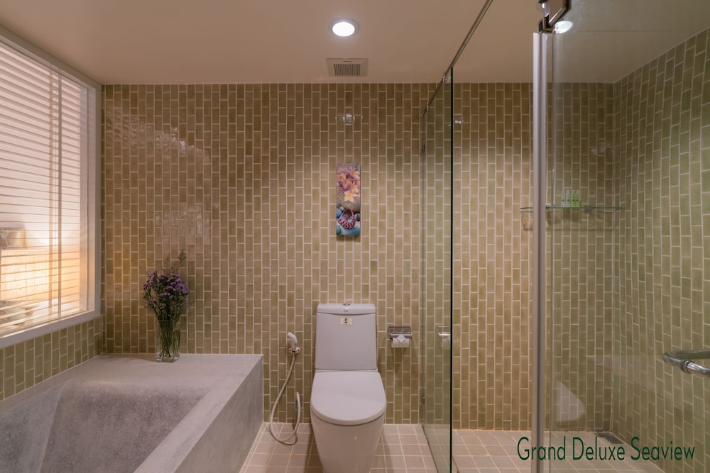 Bathroom, The Briza Beach Resort Khaolak
