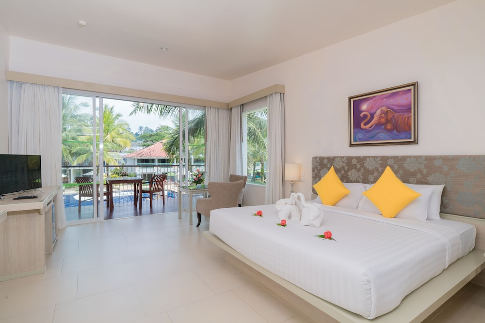 Room, The Briza Beach Resort Khaolak