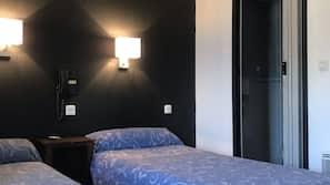 Zimmersafe, individuell eingerichtet, Schreibtisch