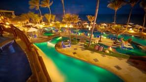 14 piscinas externas, guarda-sóis, espreguiçadeiras